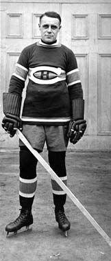 «Legends of Hockey» - Joe Malone (1890-1969) Joe Malone vécut au 734, rue Philippe-Dorval, Québec. Joueur vedette des Bulldogs de Québec et champion marqueur de la Ligue nationale de hockey.