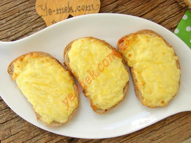 Kahvaltılık Yumurtalı Peynirli Ekmek Dilimleri Resimli Tarifi - Yemek Tarifleri
