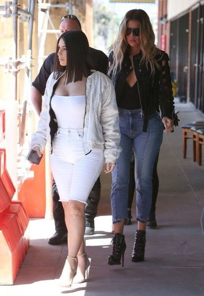 Kim Kardashian Photos Photos - Reality star sisters Kim and Khloe Kardashian are seen stopping for lunch in Los Angeles after leaving a studio in Culver City, California on March 31, 2017. It is being reported that 36 year old Kim will undergo uterine surgery soon in a final attempt to have one more child with her husband Kanye West. - Kim & Khloe Kardashian Enjoy Lunch In Los Angeles