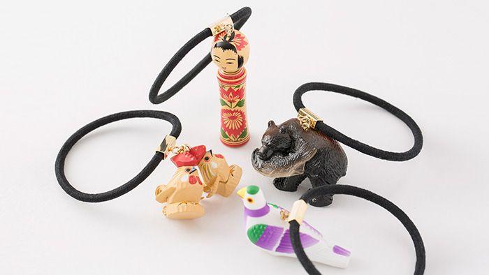 日本から失われゆく郷土玩具を楽しみながら、未来へ残す こんにちは、箱庭の森です。 こけしや木彫り熊が付いた、ちょっとシュールで、だけど、なんだか愛おしい。今日は、そんな「日本全国まめ郷土玩具アクセサリー」をご紹介します。 […