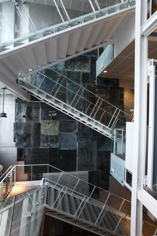 Vanités_3. Les miroirs du temps : l'oeuvre de l'artiste montréalais Nicolas Baier. Photo : Alain Vandal, Pointe-à-Callière