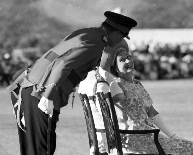 Queen Elisabeth , Kingston, Giamaica, 4 march 1966