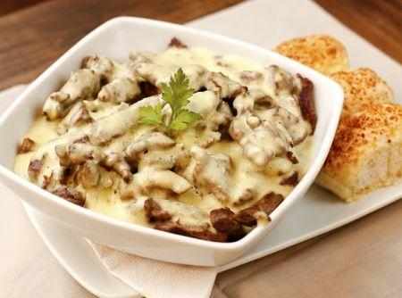 Aperitivo de filé mignon com molho cremoso de queijo minas... Experimente essa delícia!