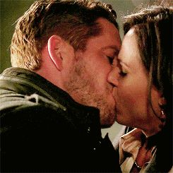 so happy :)   :)  :)  Outlaw Queen!!!