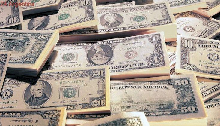 Tras el feriado bancario, el dólar cotiza estable a $ 17,89