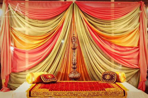Mehndi Decoration Simple : Shaadi fever love this mehndi stage simple and colorful
