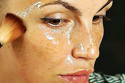 """Questa maschera di bellezza naturale, è popolarmente conosciuta come l'elisir di giovinezza ed è utilizzata da secoli, da un gran numero di persone. E' una ricetta giapponese che dà straordinari risultati fin dalla prima settimana del suo utilizzo. La maschera contiene ingredienti straordinari chiamati """"squalene e acido linoleico."""" Questo acido è un potente antiossidante che …"""