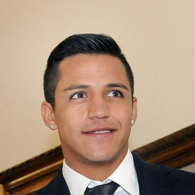 Alexis Sanchez wiki, affair, married, Gay with age, height