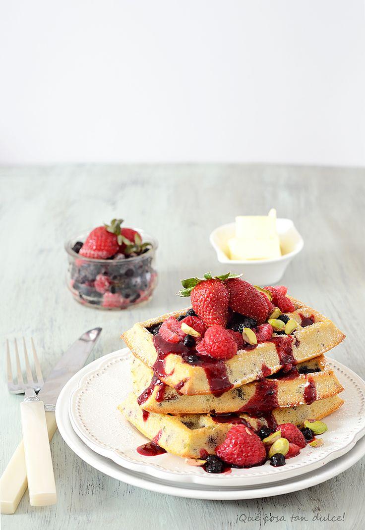 ¡Qué cosa tan dulce!: Gofres con pistachos y coulis de frutas del bosque