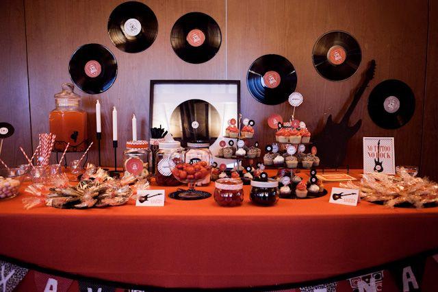 La boda de X+I: Una mesa de dulces con mucho rock&roll