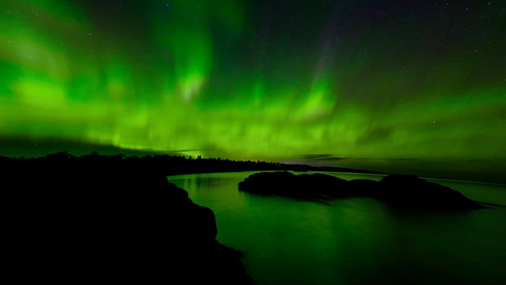 https://flic.kr/p/CUQrc1 | Grand Portage Northern Lights | This night we started to see the aurora borealis back in Grand Marais. We drove East North East on highway 61 looking for the right mix of beautiful Northern Lights and landscape. This shot is looking NE over Deronda Bay with a slight glow from Grand Portage far off in the distance.