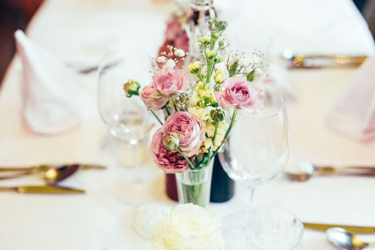 Simple flowers for your wedding table. Colors: rose and yellow. photo: Mathias Taxer Austria