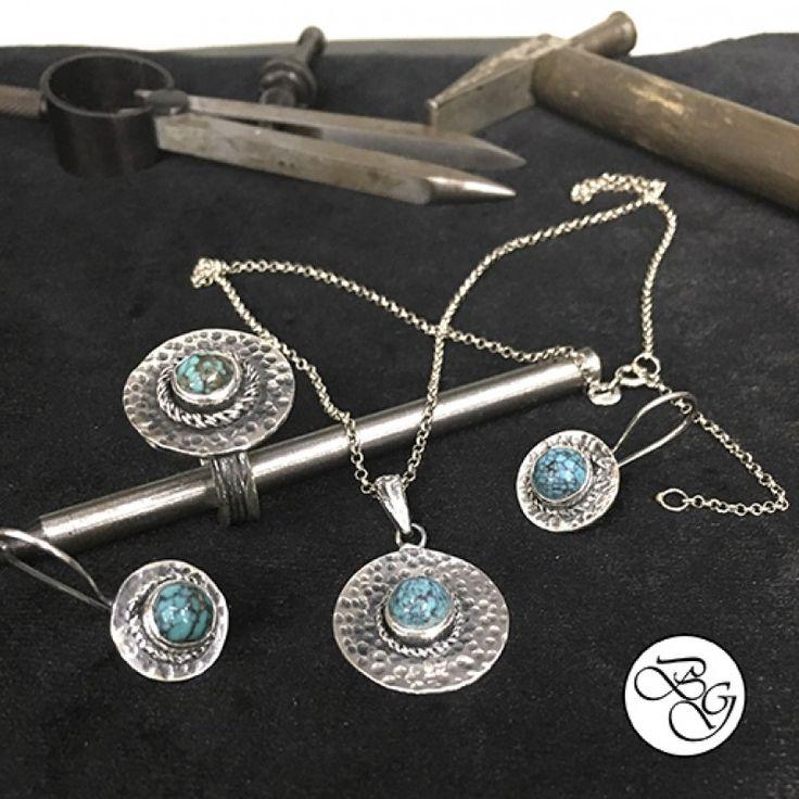 Özel Tasarım Doğal Firuze Taşlı Set  Fiyat : 215.00 TL  SİPARİŞ için www.besengumus.com www.besensilver.com  İLETİŞİM için Whatsapp : 0 544 641 89 77 Mağaza     : 0 262 331 01 70  Özel Tasarım Doğal Firuze Taşlı Set  Besen Koleksiyon Ürün ve Tasarımıdır. El Yapımıdır.  Set Özellikleri  Maden : 925 Ayar Gümüş  Taş : Firuze  Kaplama : Oksit    Ürün hediye kutusunda gönderilecektir.    Besen Gümüş  #besen #gümüş #takı #aksesuar #firuze #firuzetaş #kişiyeözel #iştebenimstilim #gümüşset…