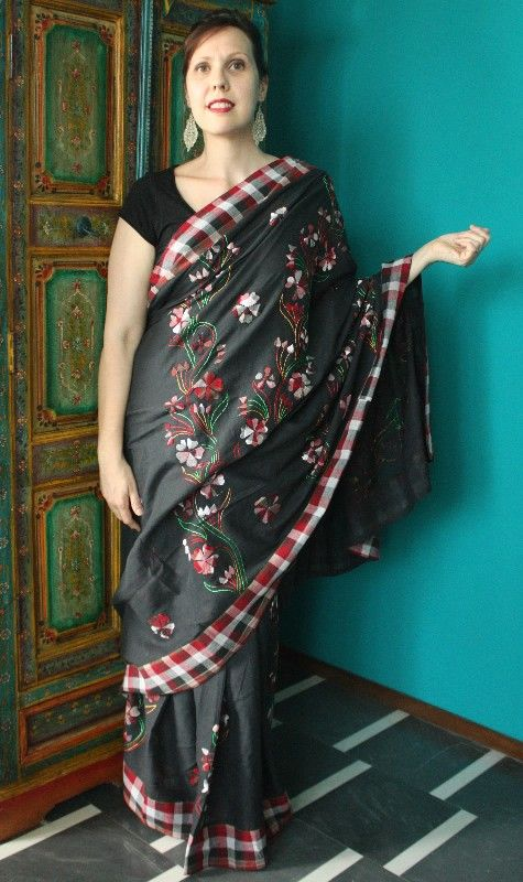 Sari bengalese nero con applicazioni floreali realizzate a mano http://diwalistore.it/sari-cotone-nero.html
