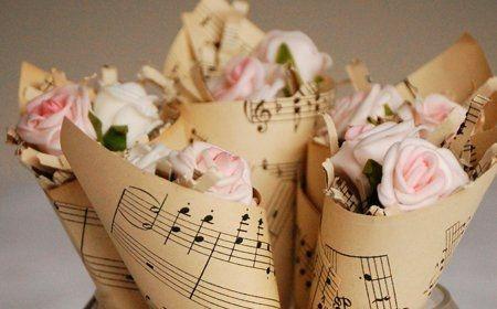 Conos musicales para decorar la mesa.jpg