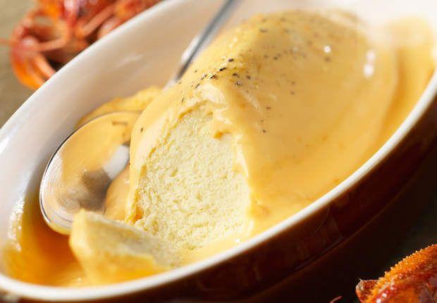 Quenelle de brochet au beurre d'écrevisseVoir la recette de laQuenelle de brochet au beurre d'écrevisse >>