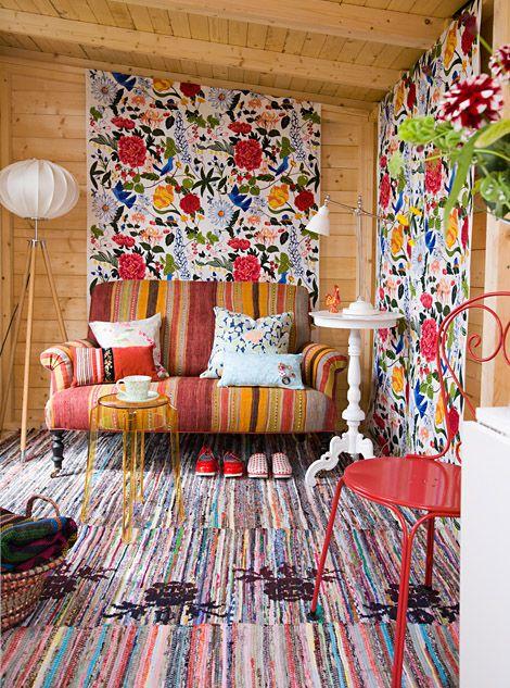 Floral Eclectic Decoration @Luann Lang #Eclectic #Eccentric #Decor #LivingRoom #Colorful #Orange #Hippie #Bohemian #Retro #Vintage http://homedecoratingideas4all.com/home-decor-gallery/floral-eclectic-decoratio-165