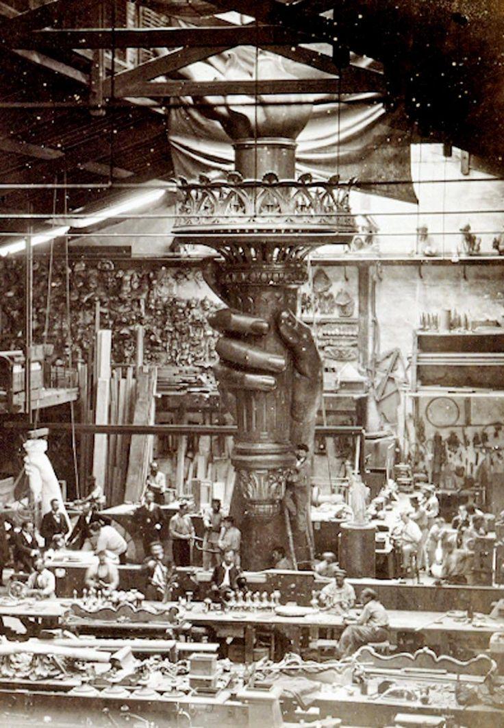 le montage de la flamme de la Statue de la Liberté 1876: