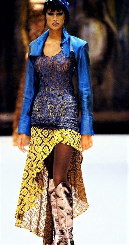 RIFAT OZBEK FALL/WINTER 1993 MODEL : Yasmeen Ghauri