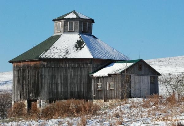 Baker's Octagon Barn Circa 1882   ..rh