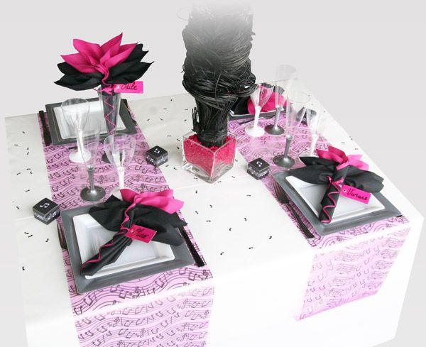 Proposée ici pour 4 personnes, cette décoration de table (sur le thème de la musique) se prête également aux dîners en tête-à-tête, par exemple le jour de la Saint Valentin.