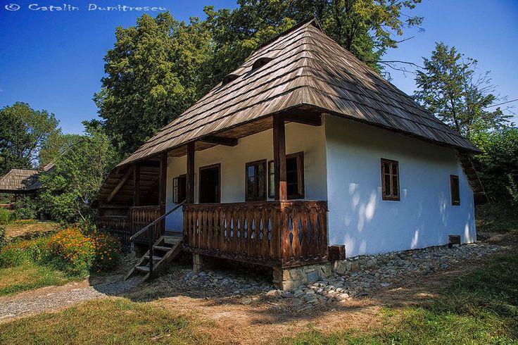 #Casa cu #prispa de lemn in #Bucovina