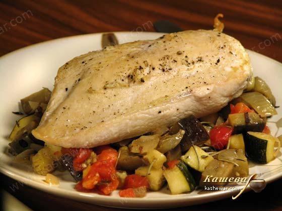 Запеченная курица с рагу из овощей