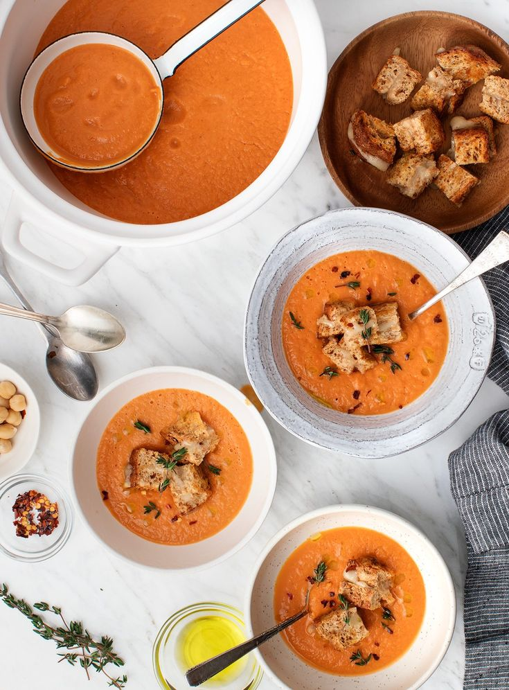 Vegan Tomato Soup with Grilled Cheese Croutons #sponsored by @aldiusa #ALDILove