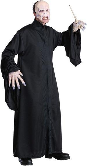 Naamiaisasu; Voldemort. Naamiaisasu on lisensoitu Harry Potter Voldemort -asu standardikokoisena. Naamiaisasu sisältää: - Kaavun - Maskin  Vyötärönympärys 118cm Rinnanympärys 118cm Pituus takki 155cm