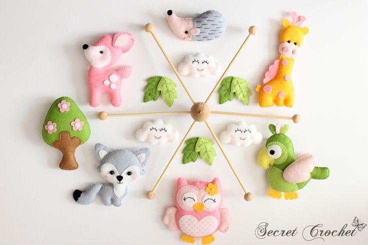 Mobile Giraffe,Papagei,Fuchs,Bamby,Eule,Igel(hell) von SecretCrochet auf DaWanda.com