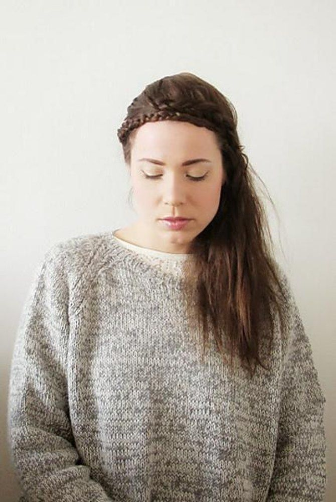 Keiko is a Japanese name meaning one who is lucky or blessed. Feel blissful wearing this easy-going classic raglan sweater with a loose boyfriend fit. It is perfect for lounging around on lazy Sundays or as a part of a casual outfit on a coffee date. The pattern is also suitable for beginners.