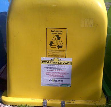 żółty pojemnik na tworzywa sztuczne. Więcej: http://www.eko-logis.com.pl/jak-segregowac-smieci-odpady/