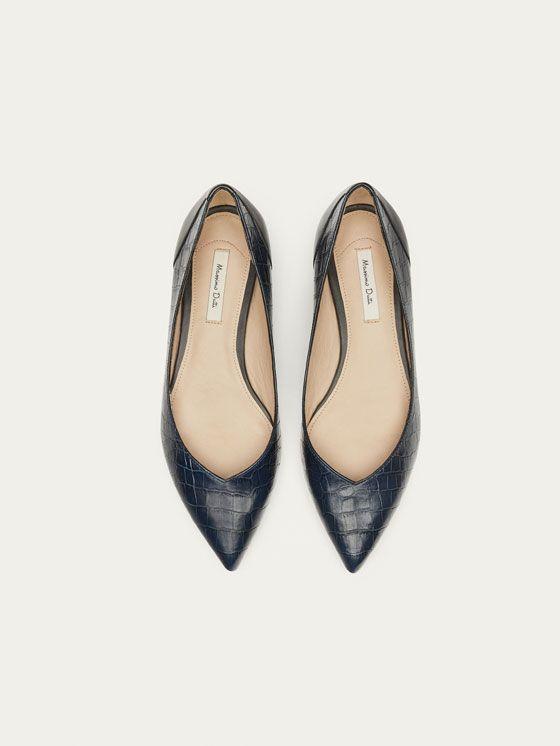 BAILARINA PIEL PUNTA AZUL de MUJER - Zapatos - Zapato plano de Massimo Dutti de Otoño Invierno 2017 por 59.95. ¡Elegancia natural!