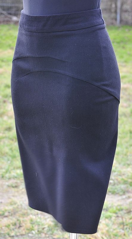 """""""stolen seam"""" skirt; free papavero pattern. Main skirt is one piece with ached horizontal darts, back also has a flouncy godet"""
