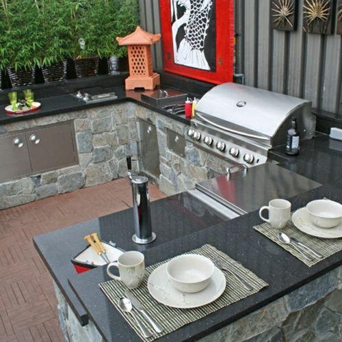 Praktische Küche im Garten  kompakt elegant