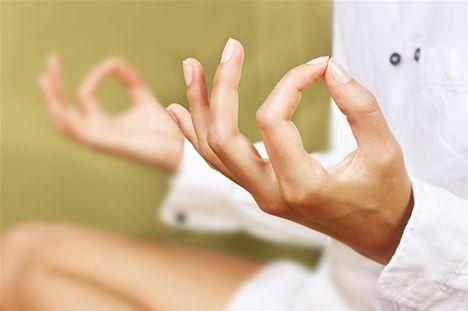 Må bättre med meditation! Här får du sju anledningar till varför det är bra att meditera.