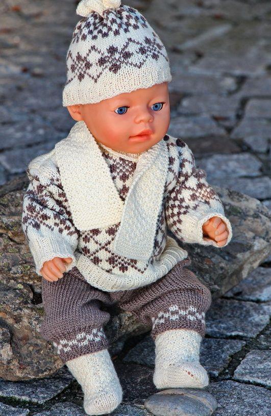 Jeg gledet meg til å ta henne med på tur! Håper du også liker disse klærne og får lyst til å strikke dem. Design: Målfrid Gausel
