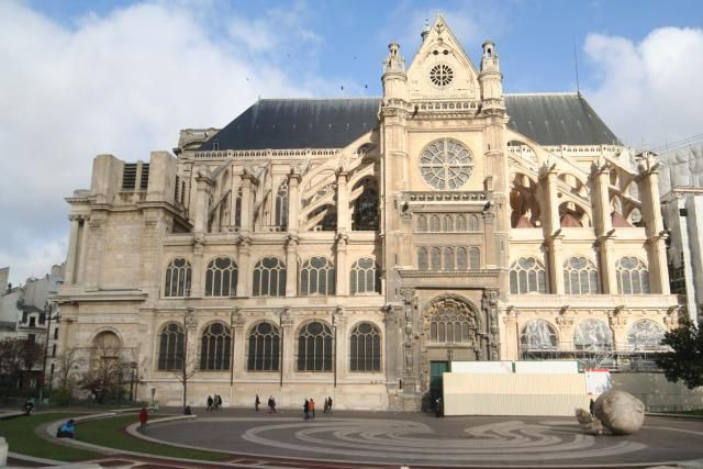 Saint-Eustache Church: Incomplete Beauty Near Les Halles