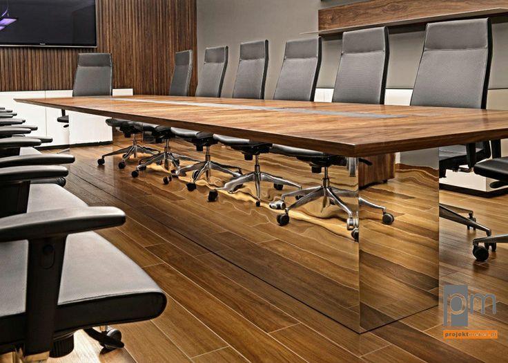 zdjęcie stołu konferencyjnego VRC , blat okleina naturalna  orzech amerykański , noga stołu oklejona laminatem hpl lustrzanym. http://www.projektmebel.pl/oferta/stoly-konferencyjne