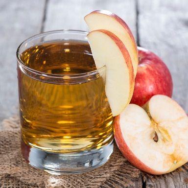 Ингредиенты:  90 мл яблочного сока 30 мл лимонного сока 2 чайные ложки ванильного сахара  Гарнир:  кусочек яблока вишня  Приготовление: Всеингредиенты поместить сстакан для смешивания,