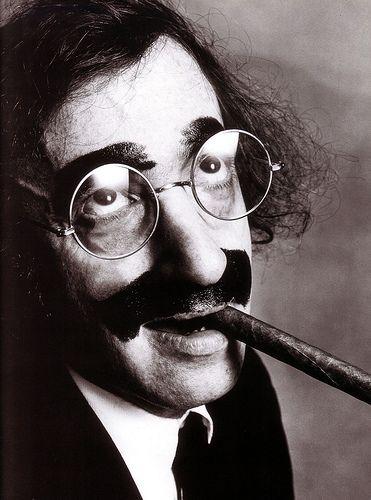 Woody Allen como Groucho Marx, ambos reyes de la comedia del absurdo