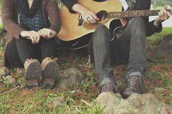 romantic couple with guitar - Hledat Googlem