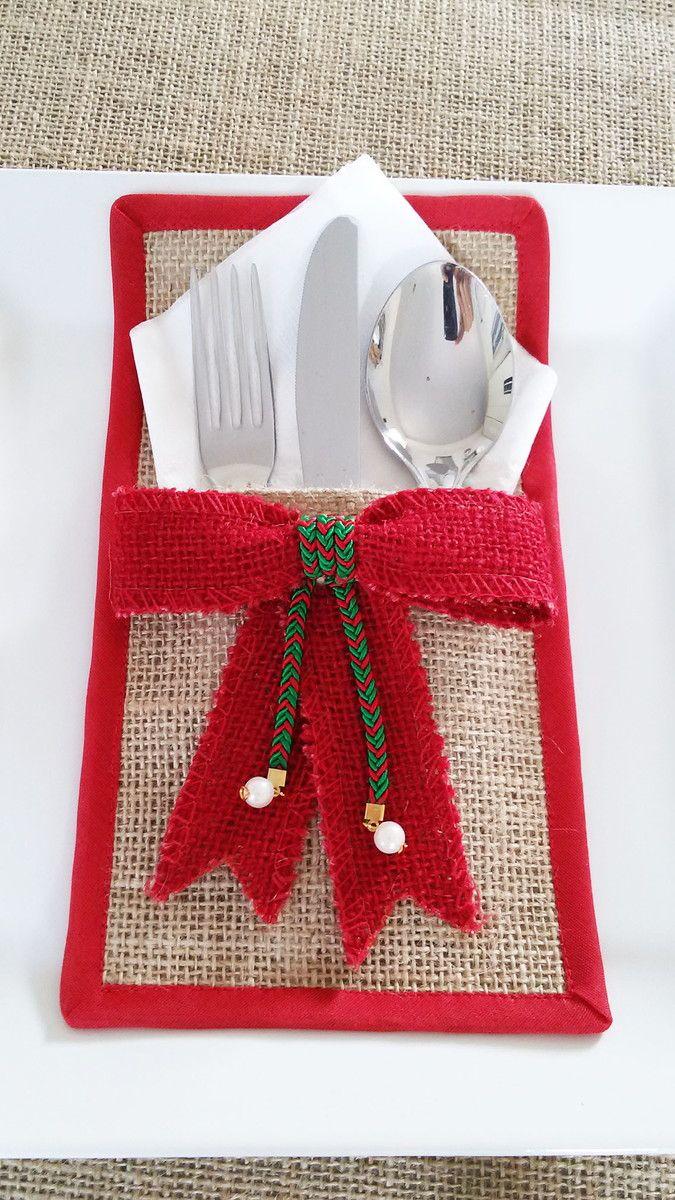 Porta talheres natalino, feito em tecido rústico (juta) com borda em viés de algodão, laço decorado com fita de seda. Obs.: Não acompanha os talheres! Pode ser feito sob encomenda.