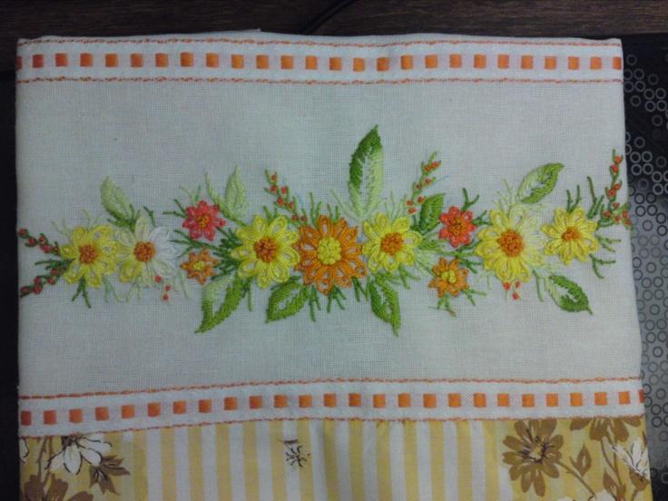 kitchen cloth- handmade daisies