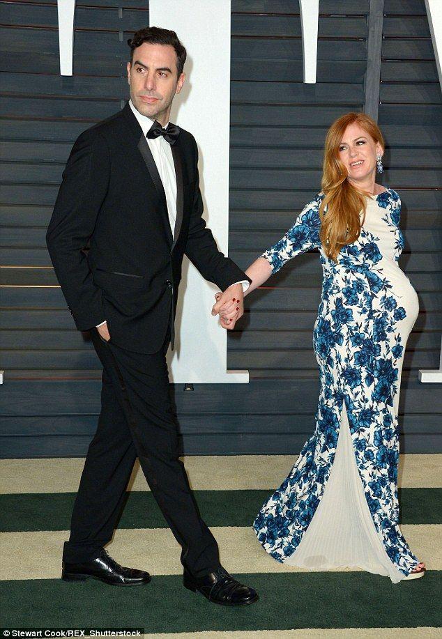 Isla Fisher reveals her post-pregnancy body in a snug bodycon dress | Daily Mail Online