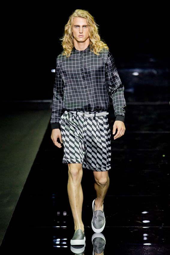 MMU S/S 2015 - Emporio Armani See all fashion show at: http://www.bookmoda.com/?p=17300 #summer #SS #catwalk #fashionshow #menswear #man #fashion #style #look #collection #milan #fashionweek #emporioarmani @armani