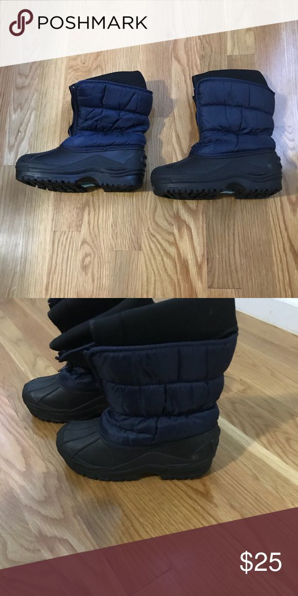 Boys snow boots Capelli Kids snow boots.  Navy blue with black toe and heel.  Inserts come out for drying or washing.  Very warm. Capelli of New York Shoes Rain & Snow Boots