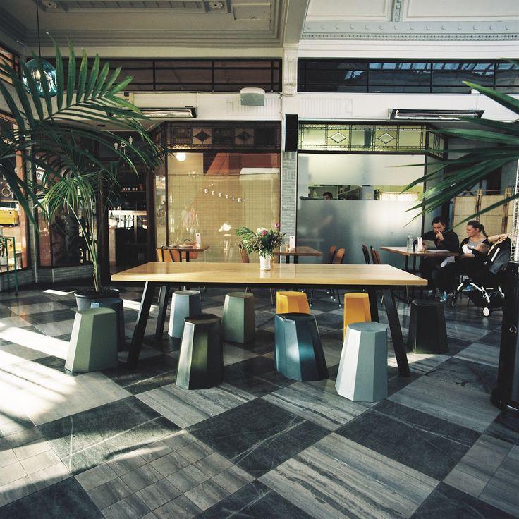 Bestie Cafe - Table