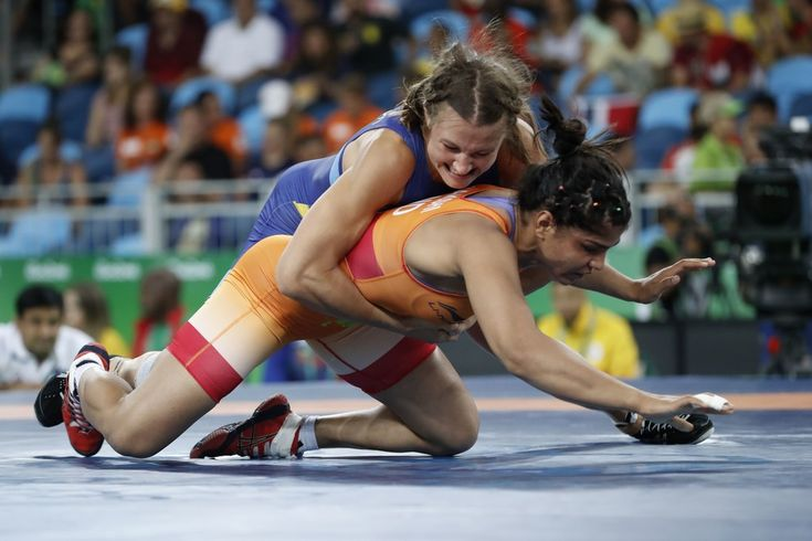 India's Sakshi Malik wrestles Sweden's Malin Johanna Mattsson in their women's 58kg freestyle qualification match on August 17, 2016, during the wrestling event of the Rio 2016 Olympic Games at the Carioca Arena 2 in Rio de Janeiro. / AFP / Jack GUEZ
