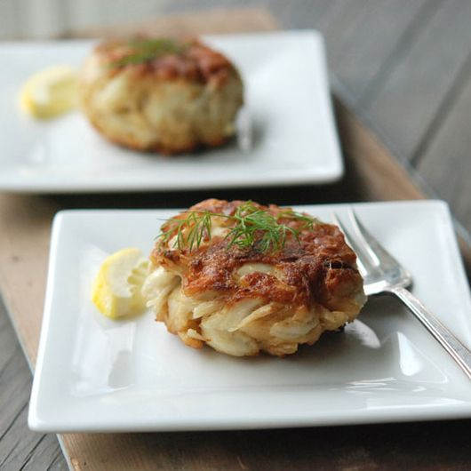 You don't have to be from Maryland to master this crispy-sweet seafood dish. Here, 12 easy and delicious recipes for restaurant-worthy crab cake...
